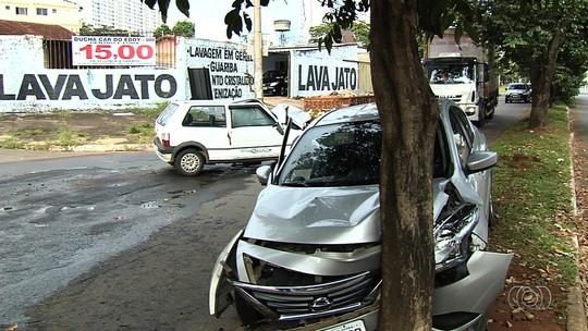 Grávida, criança e outras três pessoas ficam feridas após acidente em Goiânia