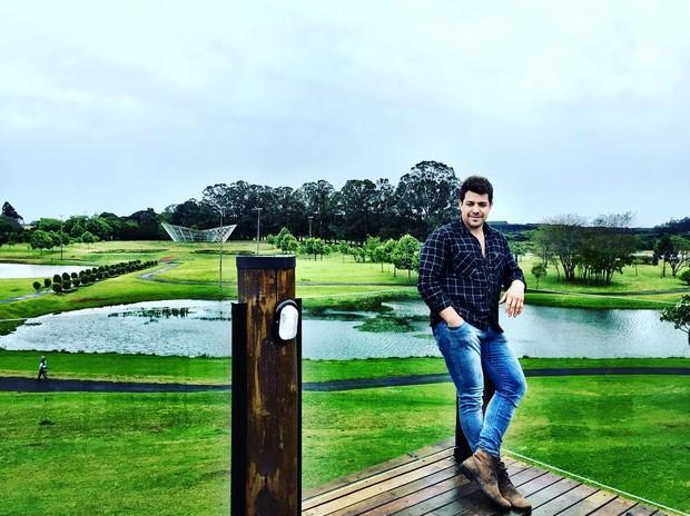 Cézar Lima afirma que não pretende estourar nacionalmente como cantor (Foto: Reprodução / Instagram)