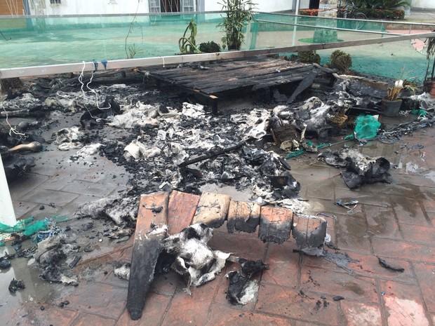 Incêndio destruiu todas as peças do presépio (Foto: Vinicius Kepe / G1)