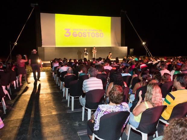 Mostra de Cinema acontece na beira da praia do Maceió em São Miguel do Gostoso, RN (Foto: Aline Arruda)