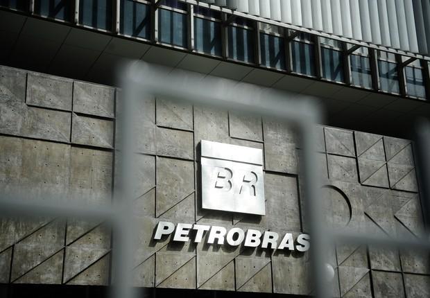 Logo da Petrobras é visto na sede da empresa no Rio de Janeiro (Foto: Tânia Rêgo/Agência Brasil)