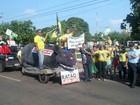 Protesto por impeachment em Rondonópolis (MT) tem rato gigante