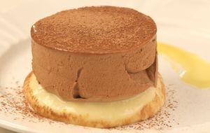 Torta mousse de chocolate com ganache de laranja