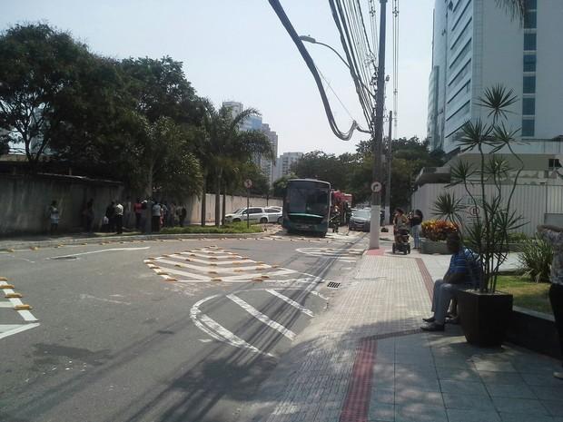 Ônibus tem princípio de incêndiio em Vitória (Foto: Ricardo Velasco/ VC no ESTV)