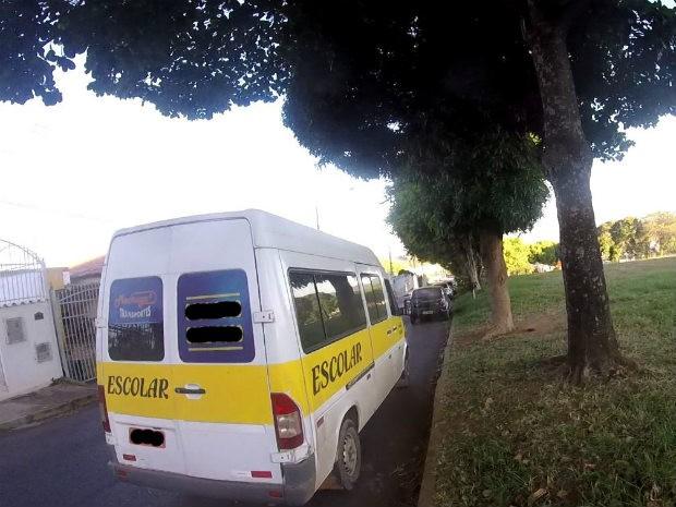Van utilizado pelo menor para fazer transporte escolar irregular em Sobradinho, no Distrito Federal. (Foto: Detran/Reprodução)