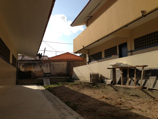 Pavilhões não têm energia elétrica e só podem ser utilizados durante o dia. (Foto: Jael Soares/ G1 Caruaru)