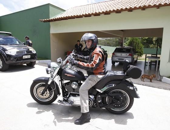 O ex-deputado federal Roberto Jefferson, em sua Harley Davidson (Foto: Pablo Jacob / Agencia O Globo)