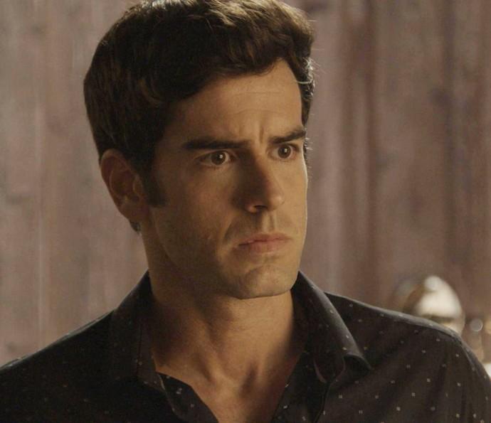Felipe fica chocado ao ver Shirlei em seu apartamento (Foto: TV Globo)