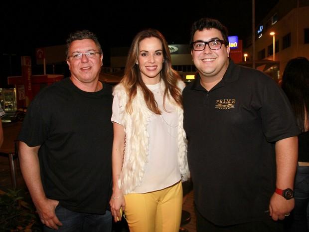 André Marques, com Ana Furtado e Boninho (Foto: Isac Luz/EGO)