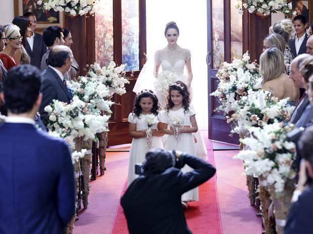 Júlia aparece linda na cerimônia (Foto: Ellen Soares/Gshow)
