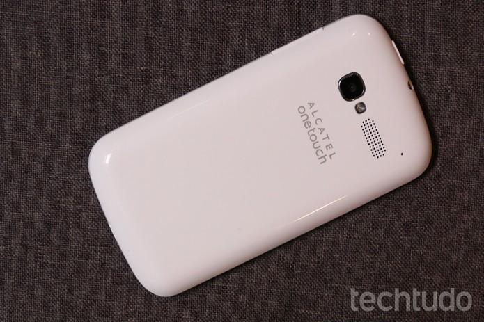 O Alcatel One Touch Pop C5 fica limitado por ter uma versão antiga do Android (Foto: Lucas Mendes/TechTudo)
