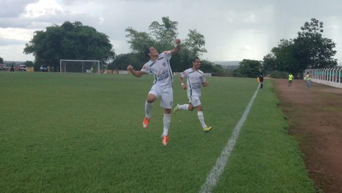 Guaraí comemora gol contra marcado por Santiago do Paraíso (Foto: Vilma Nascimento/GloboEsporte.com)