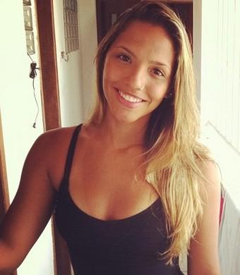 Ala Estela posa para foto publicada nas redes sociais (Foto: Reprodução/ Instagram)