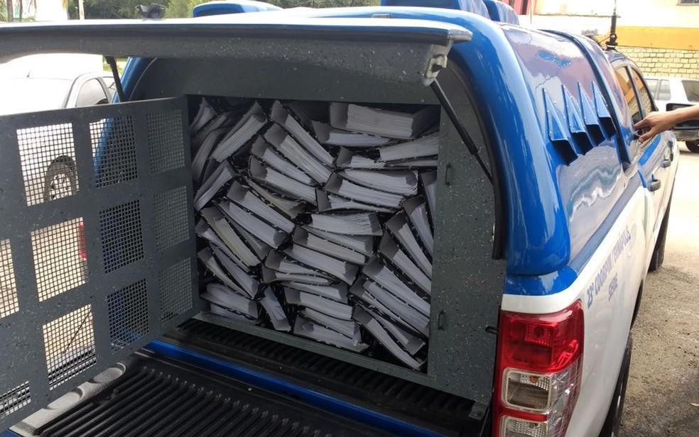 Documentos foram apreendidos por polícia durante operação na Bahia. (Foto: Divulgação/ SSP-BA)