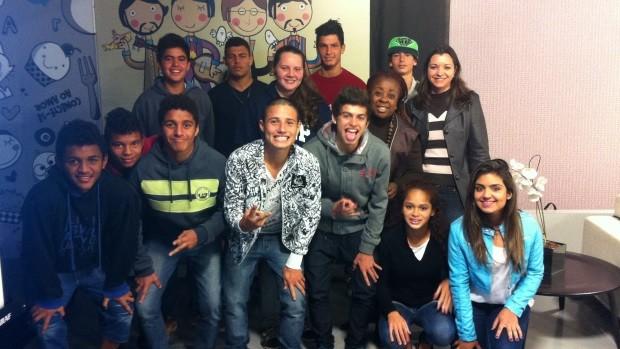 Alunos de escola do Sul da Ilha visitaram a RBS TV (Foto: Marina Scarabelot Cidade/RBS TV)