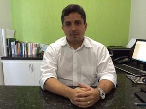 Presidente do Conselho Regional de Medicina Veterinária, Thiago Moraes (Foto: Michelle Farias/G1)