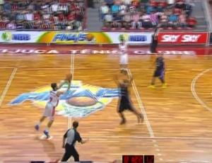 Laprovittola Flamengo cesta NBB basquete (Foto: Reprodução SporTV)