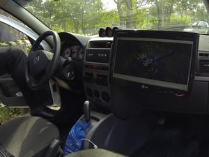 Tela com imagens captadas pelos sensores do Carina, veículo autônomo (Foto: André Paixão / G1)
