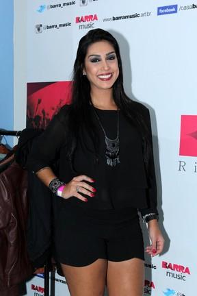 Ex-BBB Amanda em show no Rio (Foto: Alex Palarea/ Ag. News)