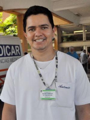 O enfermeiro Antonio Celestino estuda para o Enem para ingressar em medicina (Foto: Virgginia Laborão / G1 Campinas )