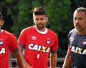 Trio ofensivo desfalca o Atlético-PR na quarta; Eduardo da Silva deve estrear