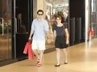 Murilo Benício e Débora Falabella passeiam em shopping no Rio