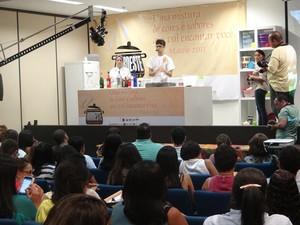 Aula sobre preparação de drinks atraiu grande número de congressistas. (Foto: Natália Souza/G1)