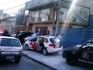 Viaturas das polícias Militar e Civil abordaram suspeitos que ameaçavam agentes em Campinas (Foto: VC no G1)