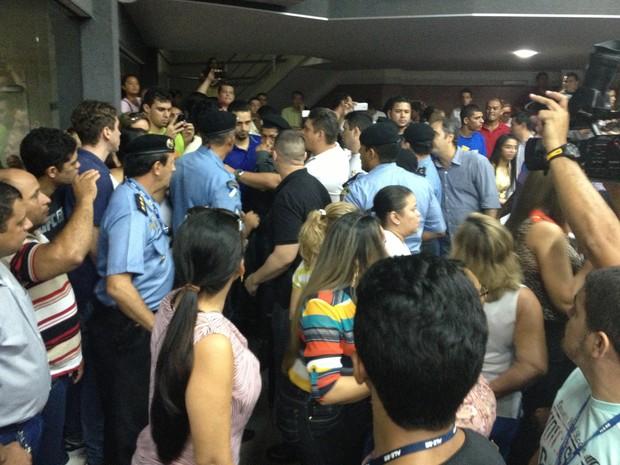 Confusão foi controlada pelo policias  da Casa (Foto: Marcelo Marques/ G1)