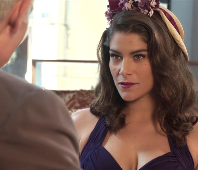 Diana vai à loja de tecidos de Severo (Foto: TV Globo)