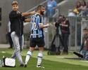 Grêmio acerta com Douglas e aguarda empresário para oficializar renovação