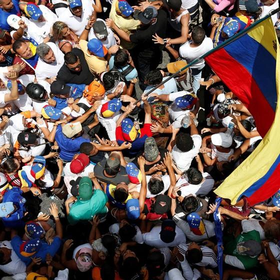 Manifestantes durante protesto nas Ruas de Caracas,capital da Venezuela (Foto:   Donald Trump)