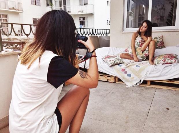 Pally Siqueira posando para as lentes da fotógrafa Luciana Faria (Foto: Reprodução/Instagram)