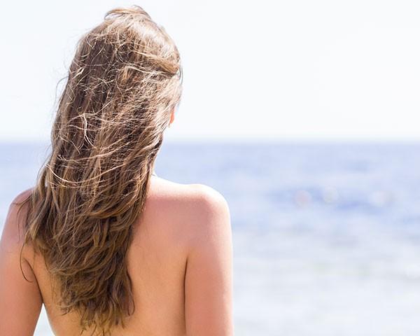 Cuidar do cabelo no verão é essencial para mantê-lo bonito e saudável (Foto: Thinkstock)