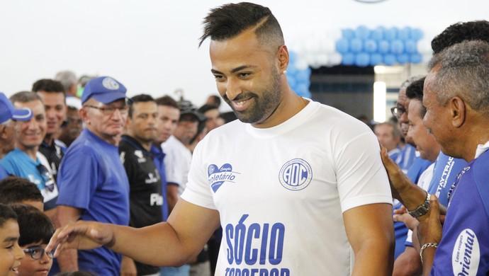 Júnior Paraíba, meia do Confiança (Foto: Osmar Rios / GloboEsporte.com)