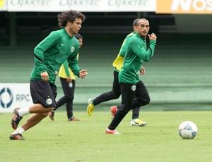 Victor Ferraz Gil Coritiba treino (Foto: Divulgação / Site oficial do Coritiba)