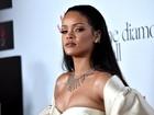 Rihanna usa tomara que caia em baile de gala nos Estados Unidos