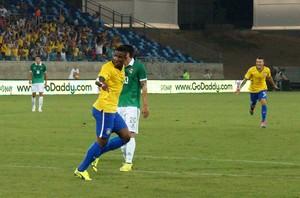 Thalles comemora gol contra a Bolívia na Arena Pantanal (Foto: Pedro Lima/Divulgação)