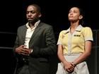 Taís Araújo e Lázaro Ramos se emocionam em estreia de peça no Rio