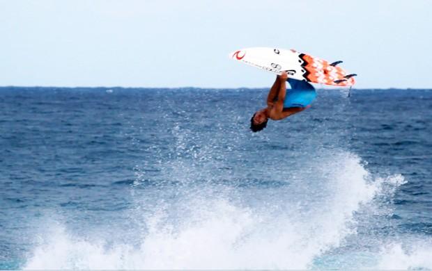 Gabriel Medina surfe manobra (Foto: Reprodução)