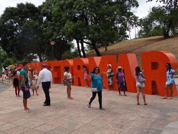 Palavra transformar recebe visitantes que chegam pelo Sítio dos Reis. (Foto: Katherine Coutinho / G1 PE)