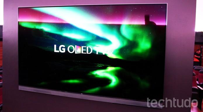 Nova TV OLED 4K LG traz imagens impressionantes, mas tem visual discreto (Foto: Fabrício Vitorino/TechTudo)