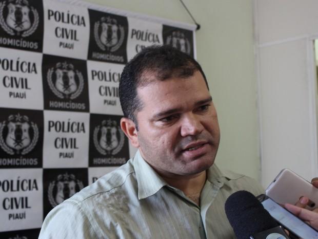 Delegado Emerson Almeida, da Delegacia de Homicídios do Piauí  (Foto: Ellyo Teixeira/G1)