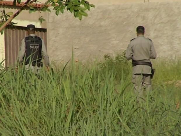 Pai de vítima encontra cabeça do filho ao ajudar em buscas feitas pela polícia Luziânia Goiás (Foto: Reprodução/TV Anhanguera)