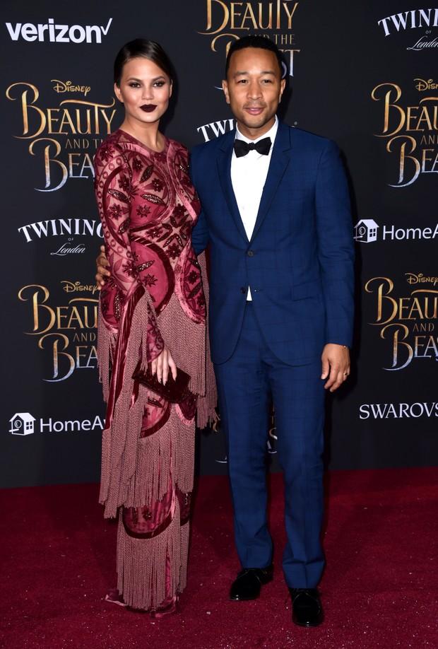 Chrissy Teigen e John Legend em première de filme em Los Angeles, nos Estados Unidos (Foto: Frazer Harrison/ Getty Images/ AFP)