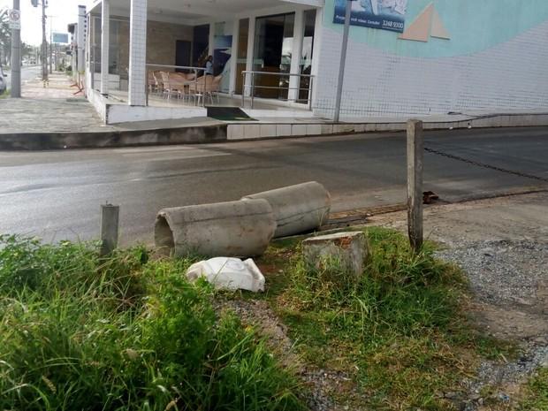 Segundo secretários, placas e manilhas foram retiradas do local da obra (Foto: Danilo Quixaba/Mirante AM)