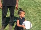 Kim Kardashian mostra filha jogando futebol: 'Muito orgulhosa'