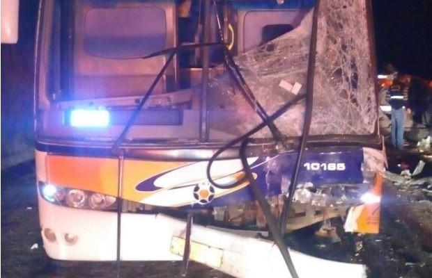 Dezenas de passageiros ficaram feridos em acidente na BR-153, em Goiás (Foto: Divulgação/ PRF)