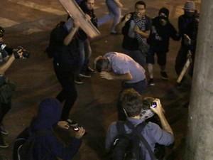 Coronel é agredido em SP (Foto: Nelson Antoine/Fotoarena/Estadão Conteúdo)