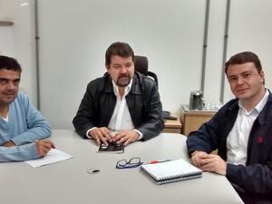 Representantes de instituções durante reunião que definiu CEM (Foto: UFSJ/Divulgação)